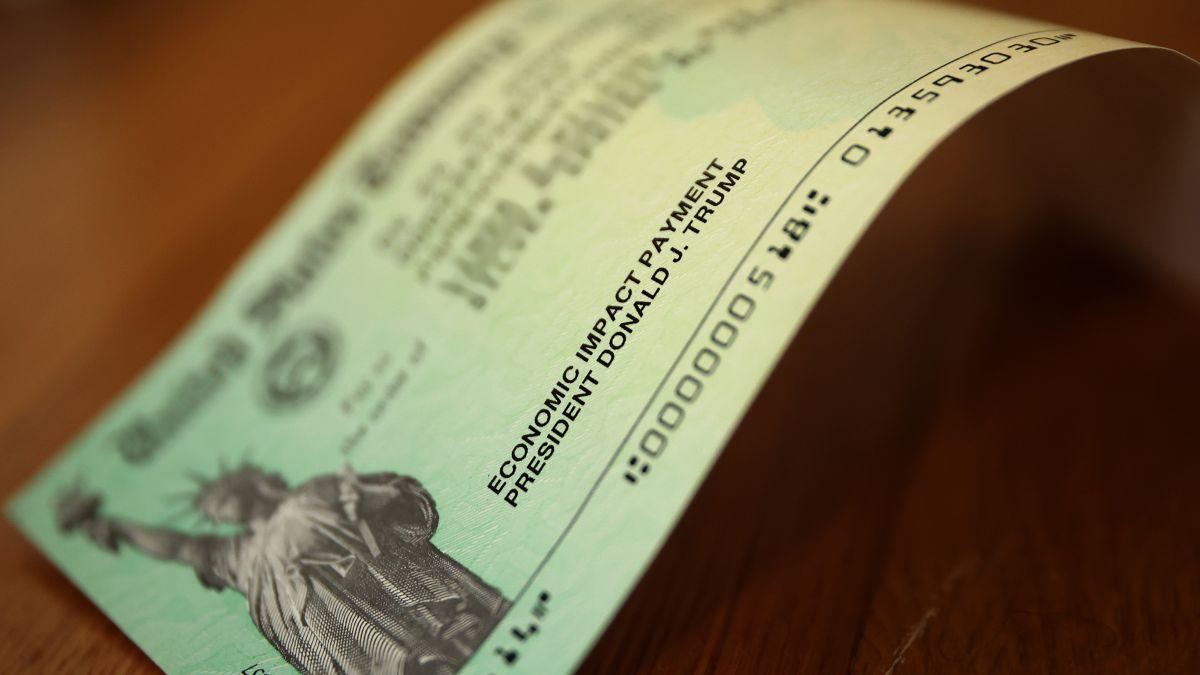 El IRS envía hoy 1 millón cheques de estímulo a personas elegibles