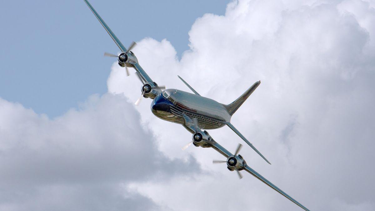 No quiso usar cubrebocas en un vuelo y ahora podrían multarla con más de $30,000