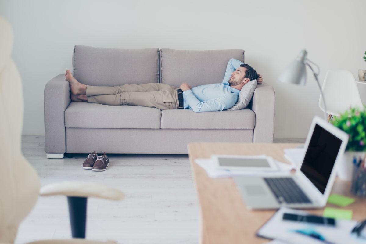 Dormir la siesta podría ser tan buena como el sueño de toda una noche. Provee grandes beneficios tanto a la salud como a la productividad