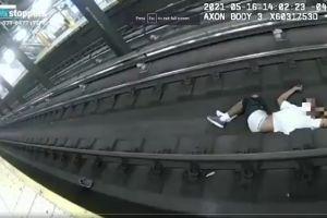 Angustioso rescate: policías héroes evitaron arrollamiento fatal en el Metro de Nueva York