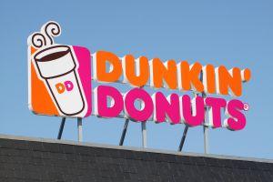 Muere anciano tras haber sido golpeado por empleado de Dunkin' Donuts