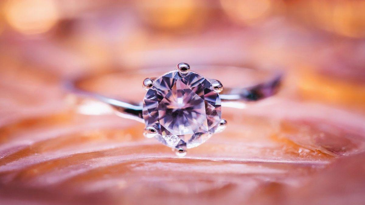 Pandora, el fabricante de joyería más grande del mundo, anuncia que ya no utilizará diamantes extraídos de minas
