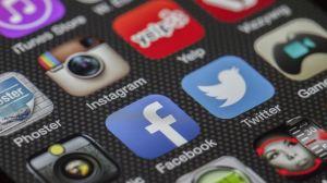 El IRS invita a seguir sus redes sociales para conocer las noticias más recientes sobre el cheque de estímulo o declaraciones de impuestos