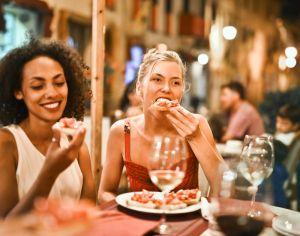 Los 5 hábitos alimenticios que aumentan el riesgo de sufrir un accidente cerebrovascular, según la ciencia