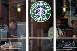 Starbucks considera borrarse de Facebook por comentarios negativos ante sus posteos
