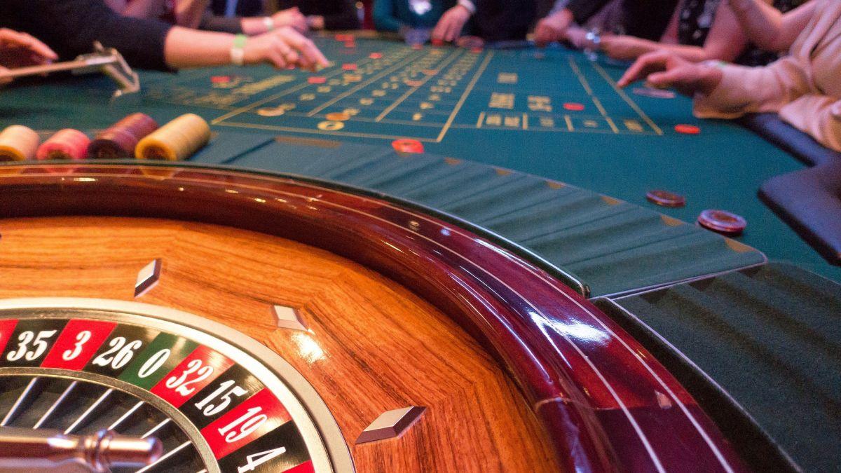 Un sitio de apuestas promete un trabajo que te permitirá hospedarte en hoteles y jugar en casinos de lujo