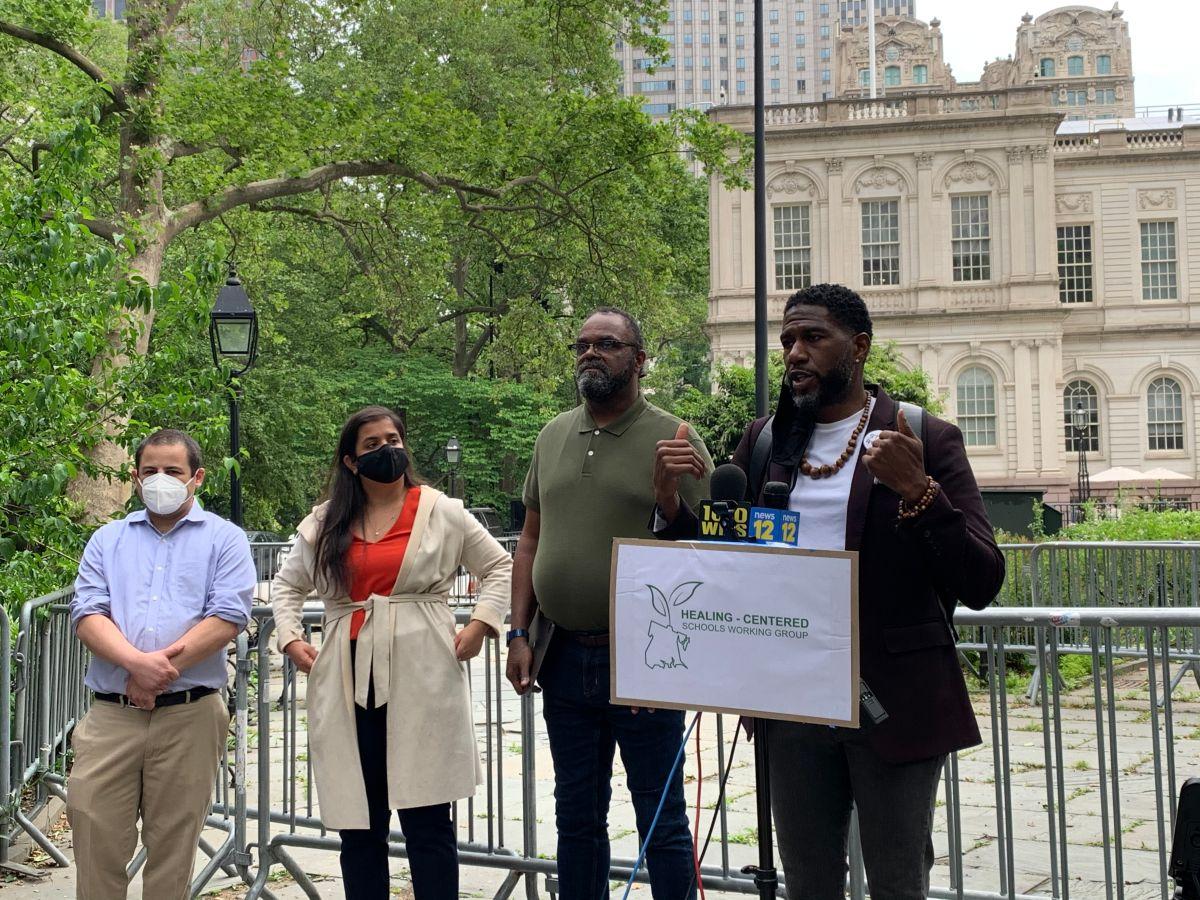 Junto al Defensor del Pueblo, Jumaane Williams, lanzan grupo de trabajo para promover estrategias contra el trauma en escuelas de Nueva York