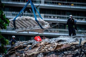 Sube a 12 la cifra de muertos y sigue la búsqueda de 149 personas en el derrumbe del edificio en Miami