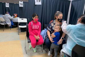 Repunte lento pero positivo en vacunación de latinos contra el COVID-19 en NYC