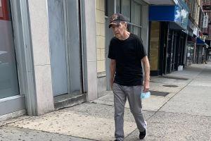 Centros de ancianos de Nueva York reinician actividades en sus espacios interiores tras feroz ataque del COVID-19
