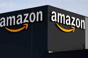 Auguran que Amazon superará a Walmart como la tienda minorista más grande de EE.UU. en 2022
