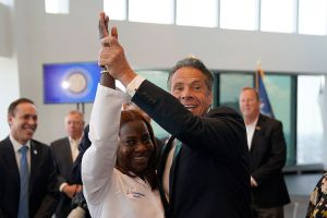 """Gobernador Cuomo declara el """"final oficial de la emergencia"""" de salud por el COVID-19 en Nueva York"""