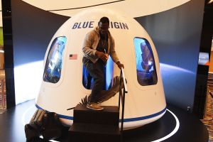 Boleto para viajar al espacio con Jeff Bezos alcanza la cifra de $28 millones de dólares