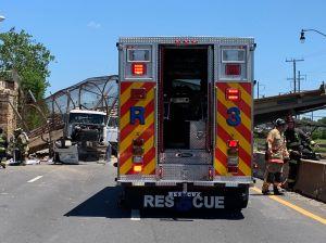 Múltiples víctimas por colapso de puente peatonal en Washington, D.C.