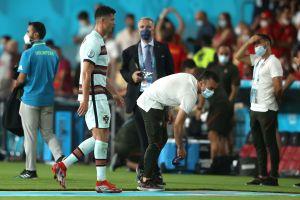 Video: Cristiano Ronaldo lanzó y pateó el brazalete de capitán tras la eliminación de Portugal de la Eurocopa 2020