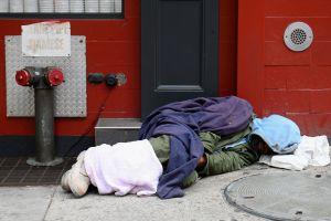 La Ciudad de Nueva York moverá a 8,000 desamparados de hoteles a los refugios tras fin de restricciones por COVID-19