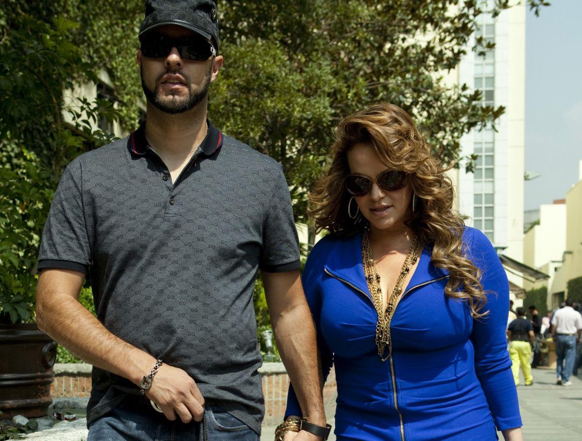 Aseguran que el ex de Jenni Rivera, Esteban Loaiza, hablará con Univision pero no nombrará a Chiquis Rivera