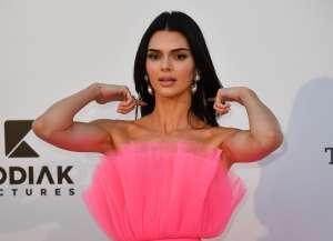 Los acosadores de Kendall Jenner le llevan rosas, joyas y poemas, pero con esto quieren también entrar a su casa