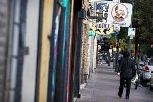 Caos en calles del centro de Austin, Texas por tiroteo que dejó 13 heridos, dos en condición crítica