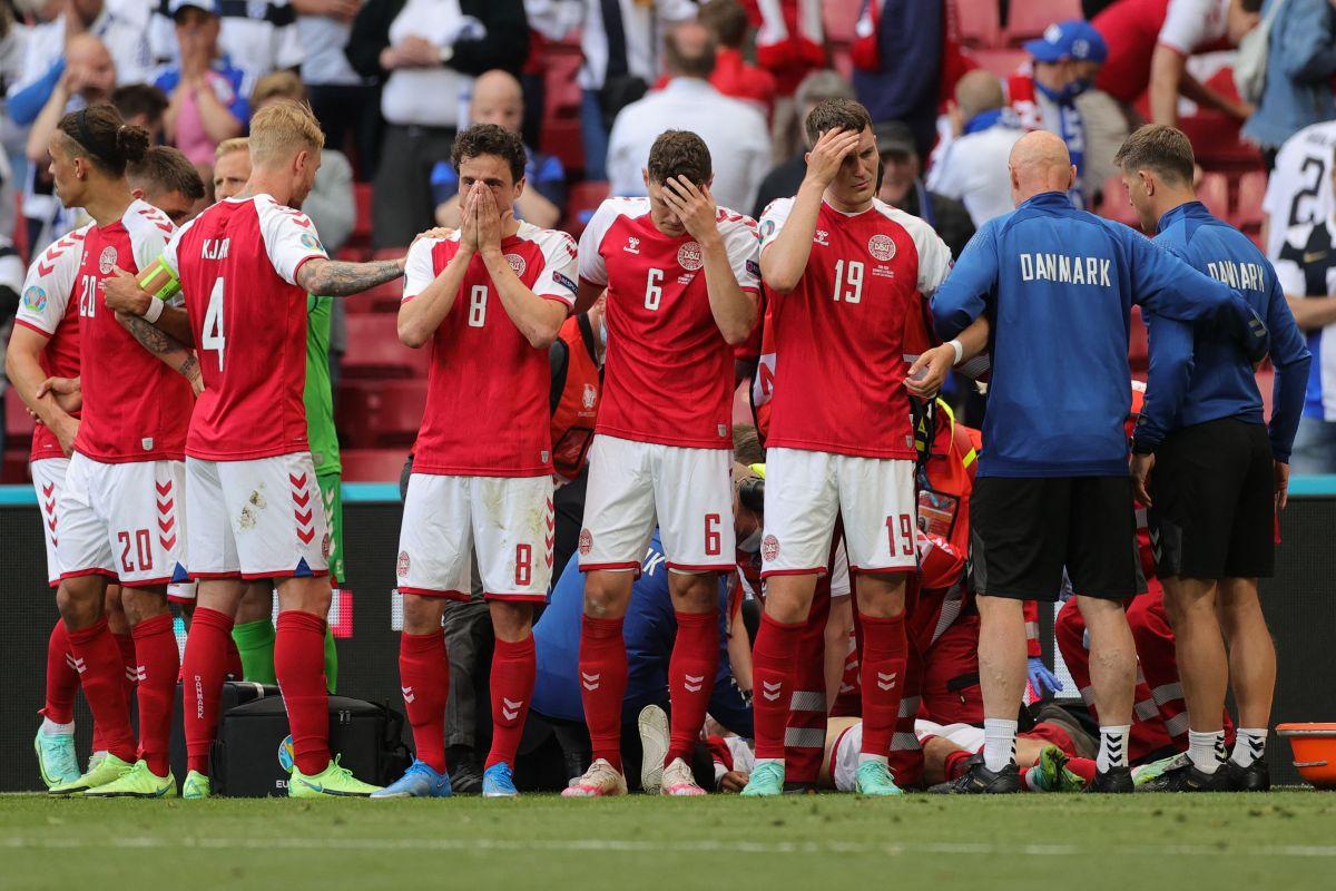 """La UEFA suspendió el partido entre Dinamarca y Finlandia durante más de una hora por """"emergencia médica""""."""