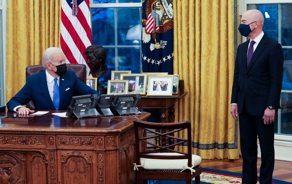 El presidente Biden busca mejorar el sistema migratorio.