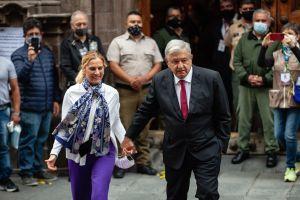 """""""!Viva la democracia!"""": AMLO celebra decisiva elección intermedia en México"""