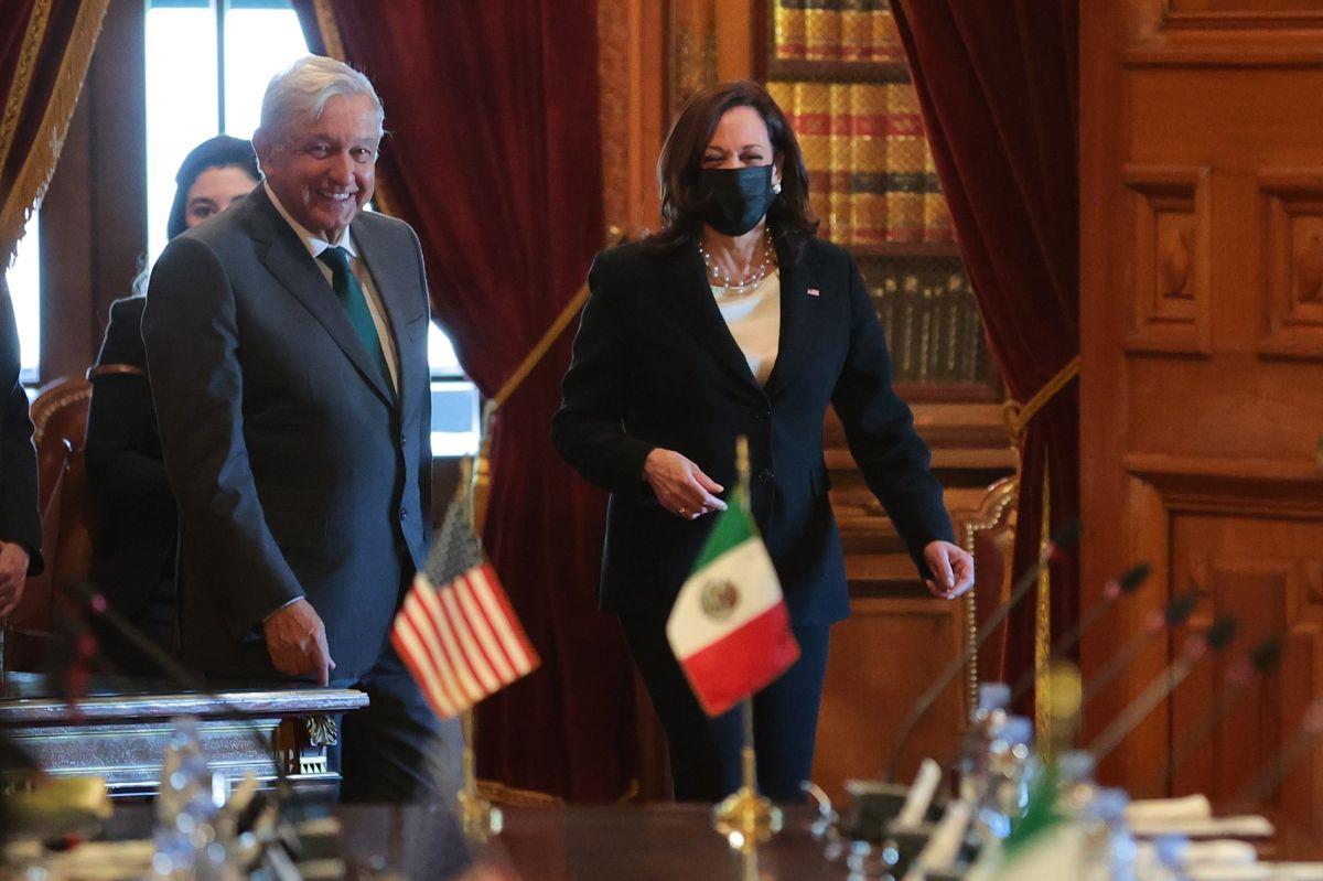 El presidente mexicano Andrés Manuel López Obrador y la vicepresidenta Kamala Harris.