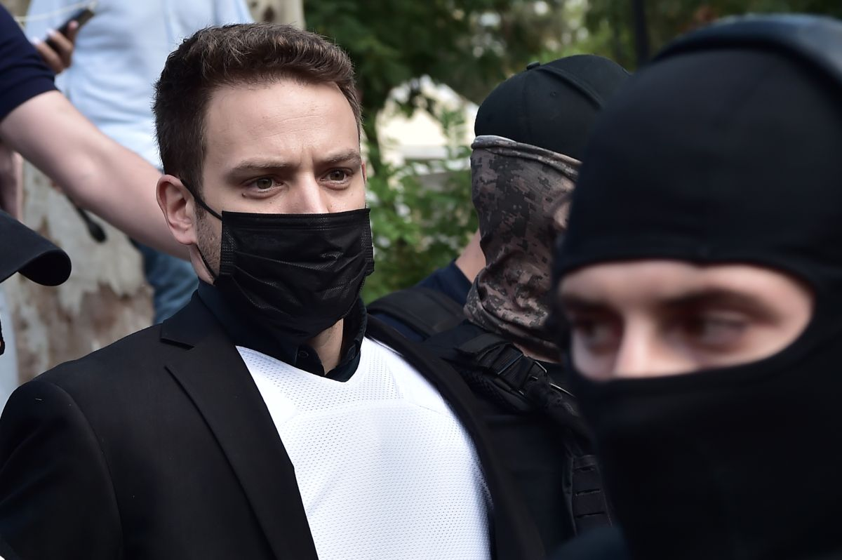 Piloto en Grecia dijo que trío de ladrones mató a su esposa, pero él sería el verdadero asesino