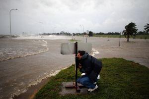 Tormenta tropical Claudette toca tierra en el sureste del estado de Louisiana dejando fuertes lluvias