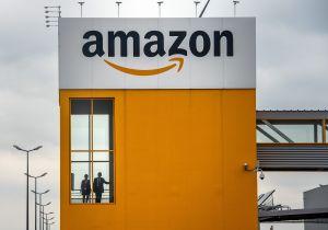 Mujer recibe 150 paquetes de Amazon que nunca pidió y los destinó a obra altruista
