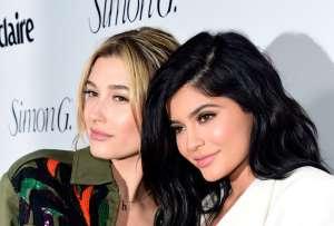 Kylie Jenner revela que cuando tenía los labios pequeños y delgados sentía que no era digna de besar