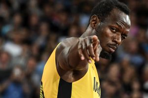 Imperdible: un atleta argentino quiso finalizar la carrera a lo Usain Bolt, pero terminó con el blooper del año