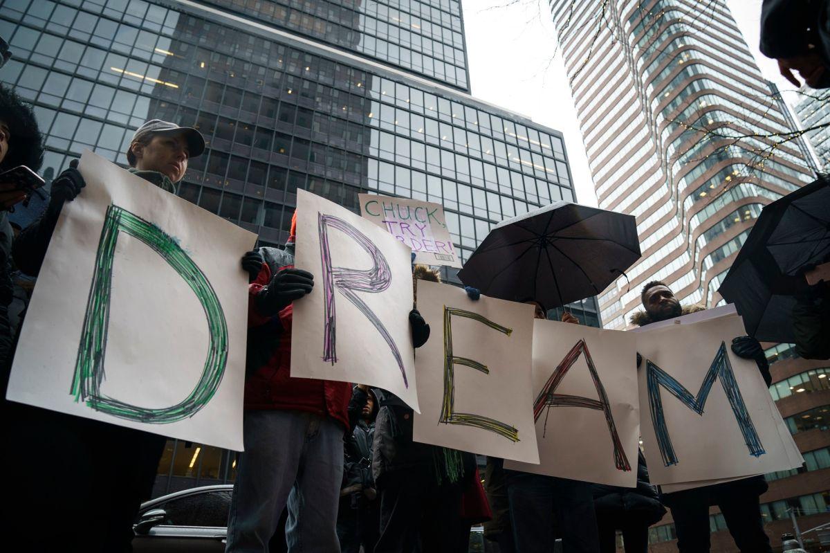 DACA cumple 9 años sin acuerdo bipartidista para proteger a 'dreamers' en forma permanente