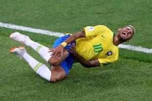 Locura en Brasil: Neymar casi sufre una lesión por culpa de sus fanáticos [VIDEO]
