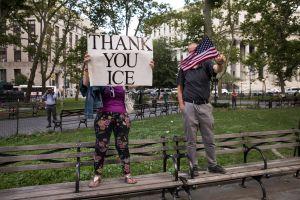 Nueva York da un paso firme para sancionar penalmente a quienes amenacen a alguien con echarle a 'La Migra'