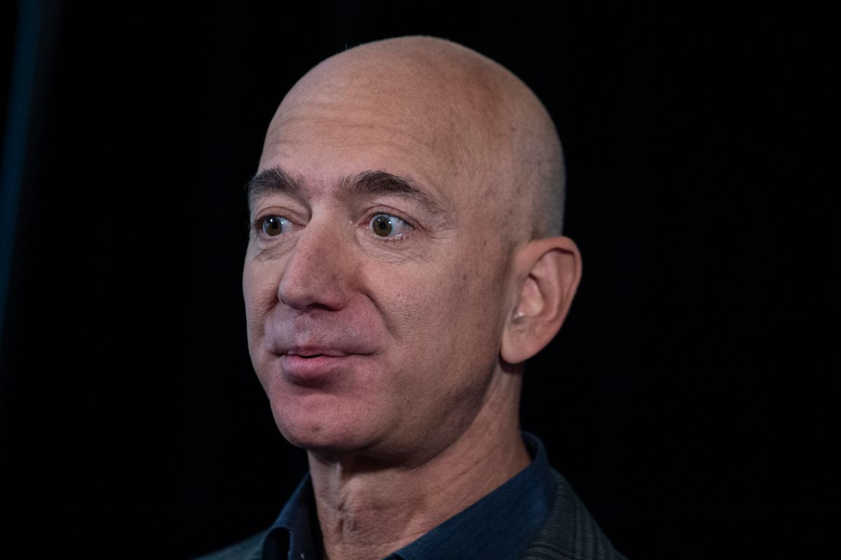 Miles firman petición para que Jeff Bezos no regrese a la Tierra tras su viaje espacial