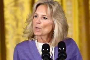 Jill Biden, primera dama de los Estados Unidos, sale en defensa de sus medias de malla