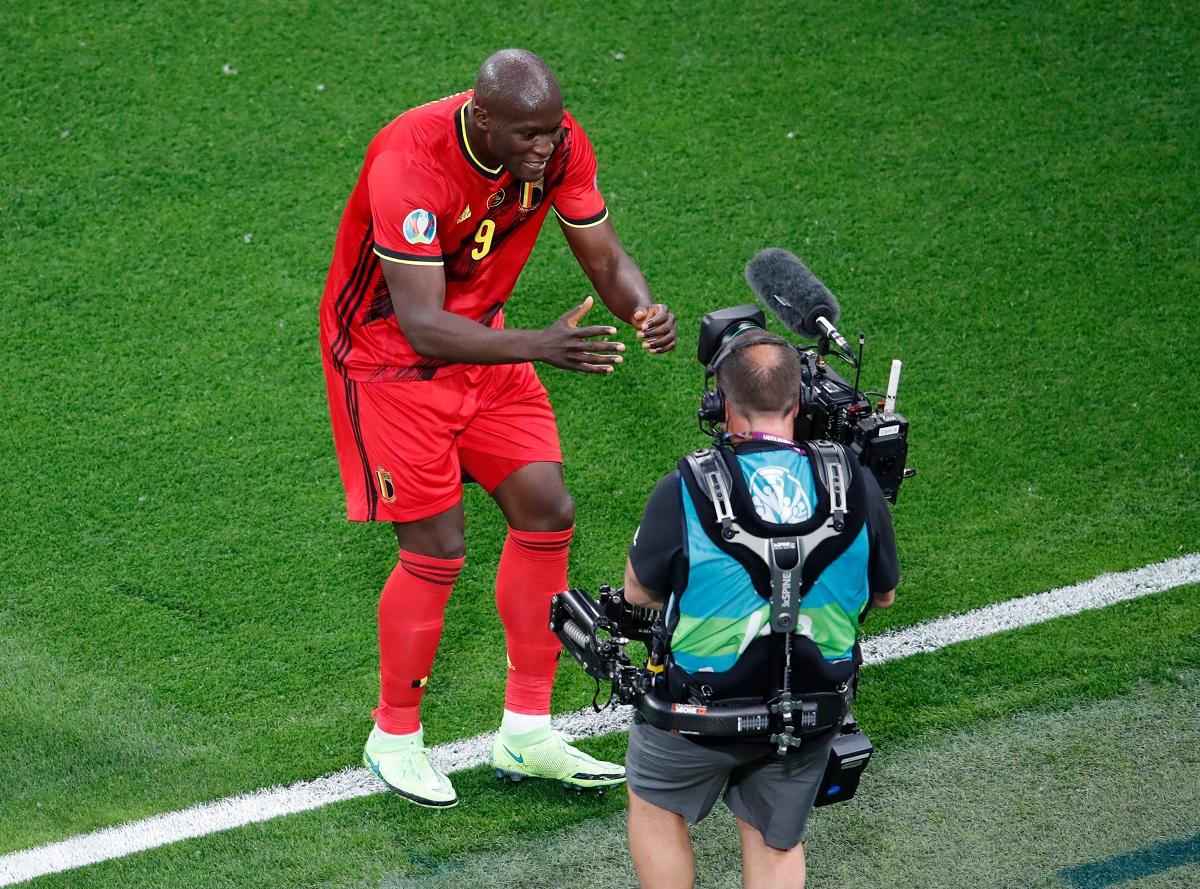 El goleador belga abrió la Eurocopa con doblete.