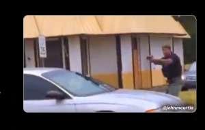 Revelan video de policía llorando tras matar a mujer en desfile de Michigan