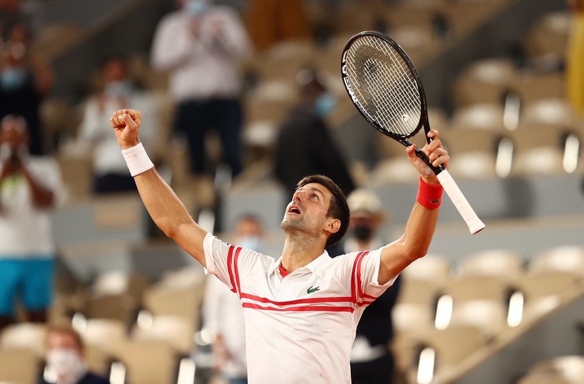 Djokovic levantó su raqueta y dejó a Rafa Nadal sin poder aspirar a su Roland Garros 14
