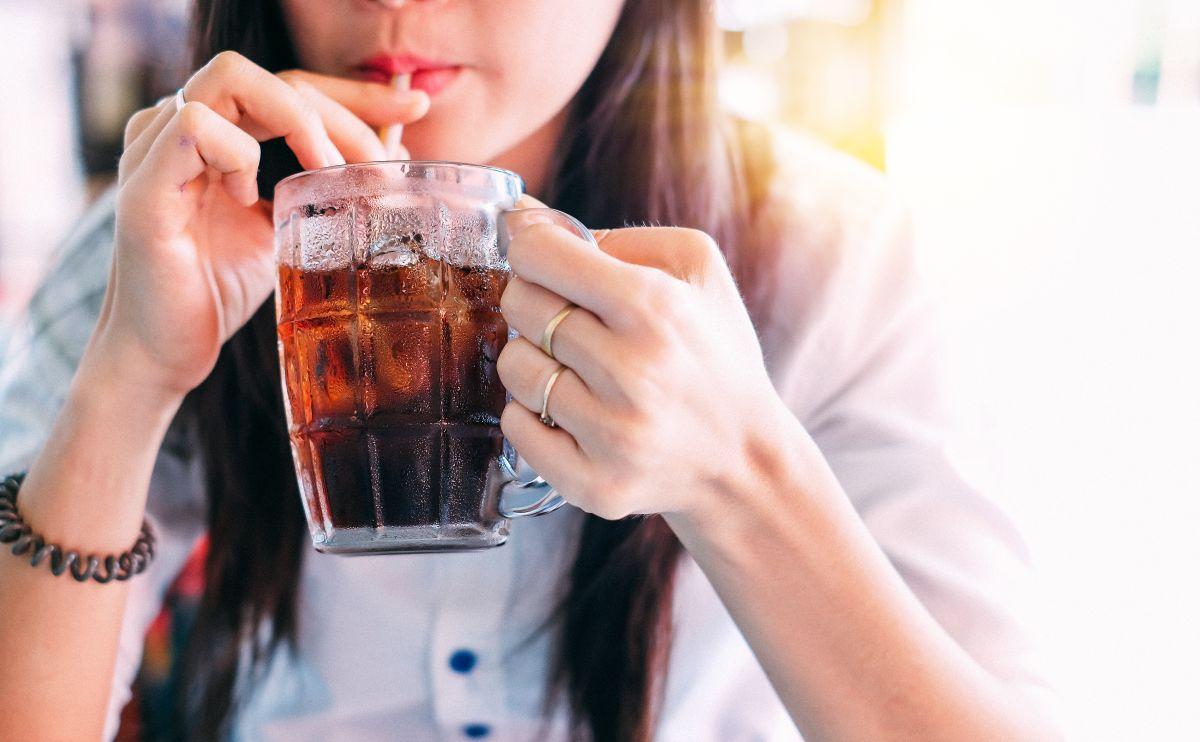 Un alro consumo de gaseosas dietéticas puede deteriorar la salud intestinal, cardíaca y ósea. Además son bebidas que activan los antojos dulces y pueden aumentar el riesgo de diabetes.