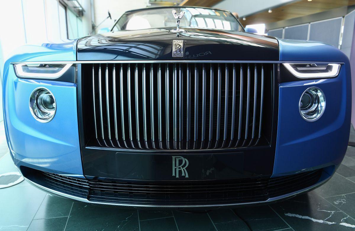 Con Rolls-Royce Coachbuild la empresa construye autos a la medida, en esta ocasión el dueño desea un auto con motivos naúticos.