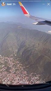 Toni Costa viajando con Alaïa.