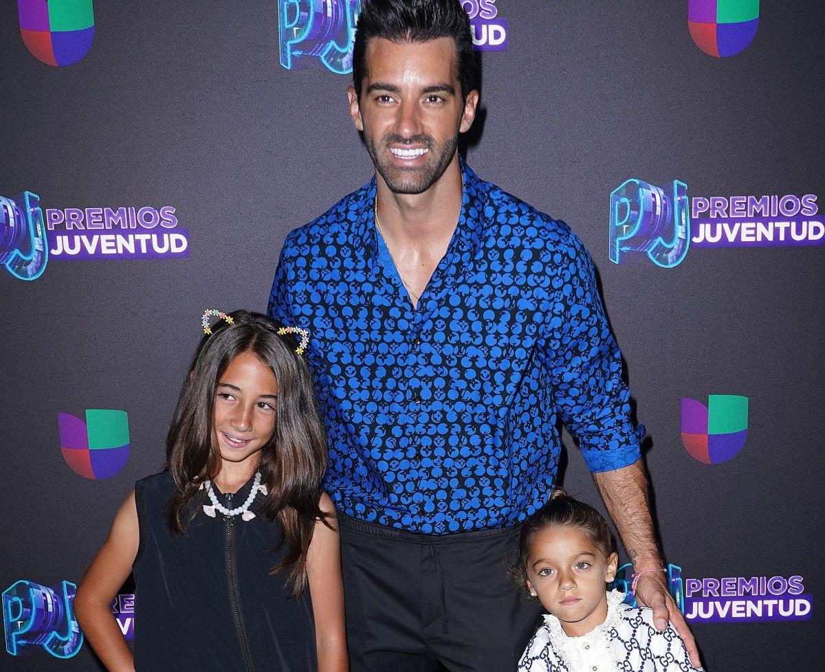 Toni Costa y Alaïa ya están en suelo español con el calorcito de su familia
