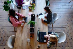 """Por qué muchos jefes favorecen el """"presentismo"""" por encima de la productividad"""