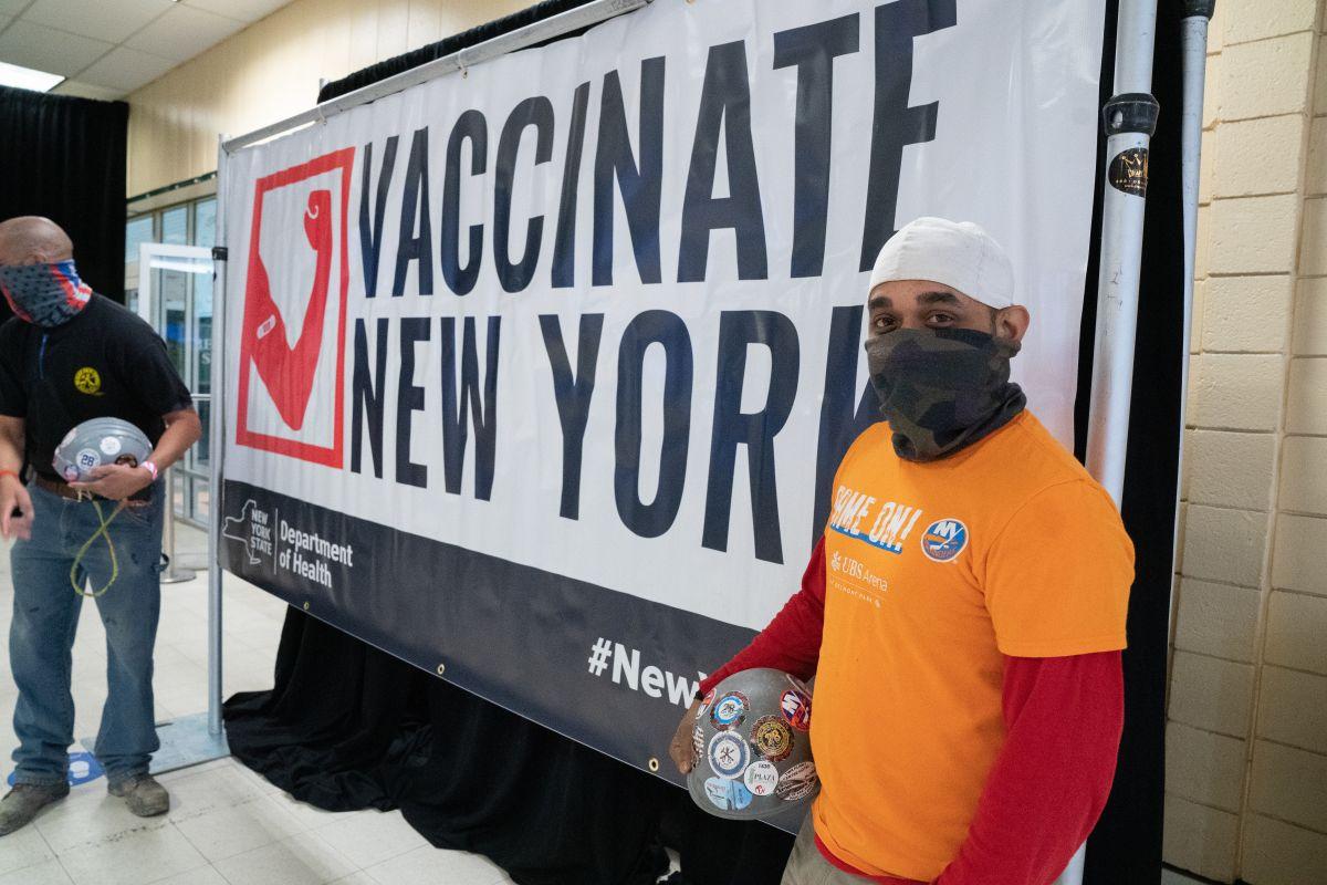 El gobernador Cuomo estima que esta semana se alcanzará la meta de vacunación en Nueva York.