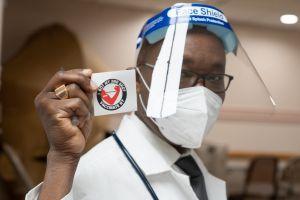 Tasa de positividad en Nueva York baja del 0.50% por primera vez desde inicio de pandemia del COVID-19