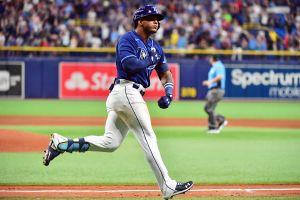Prospecto especial: dominicano Wander Franco dio jonrón en su debut en MLB, se lució a la defensiva e hizo orgulloso a su padre [Video]