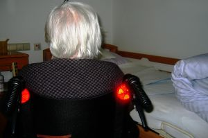 Capturan a mujer hispana que abofeteó a su paciente con Alzheimer