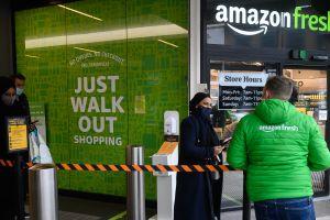 Podrás pagar en tiendas físicas de Amazon sin hacer fila en cajas
